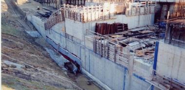 Applying waterproofing onto inbound wall