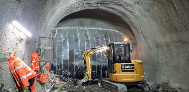 Exposure of live LU asset (existing cast iron platform tunnel shown)